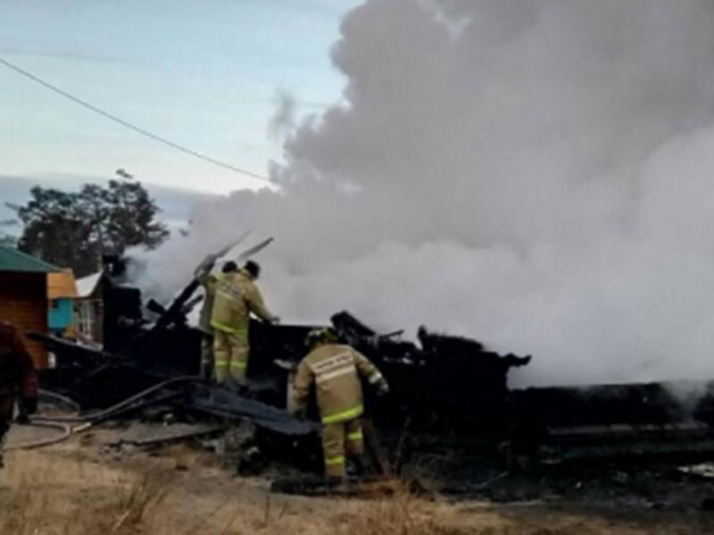 """Два человека погибли, семь, в том числе граждане Республики Корея, получили травмы и ожоги в результате пожара на туристической базе """"Дарьяна"""" в поселке Хужир на крупнейшем острове Байкала Ольхон"""