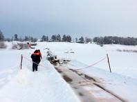 На реке Лене под Иркутском под лед провалился бензовоз с 20 тоннами нефтепродуктов