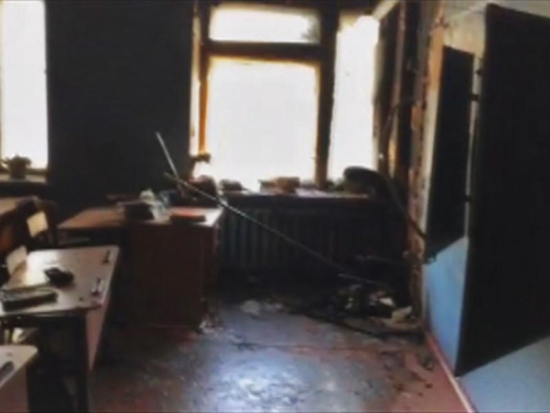 В столице Бурятии Улан-Удэ девятиклассник одной из школ напал на своих сверстников с топором и поджег школу