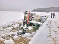 В Иркутской области прекратили подъем затонувшей техники, хотя на дне Лены остались трактор и бульдозер (ФОТО)