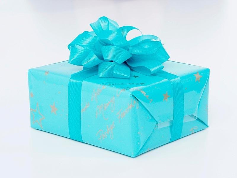 Одна из учениц школы N3 в Нижнем Тагиле Свердловской области не успела получить новогодний подарок и рассчитывала забрать его после каникул. Но оказалось, что его съели учителя. Конфликт был разрешен после появления жалобы возмущенной матери девочки в интернете