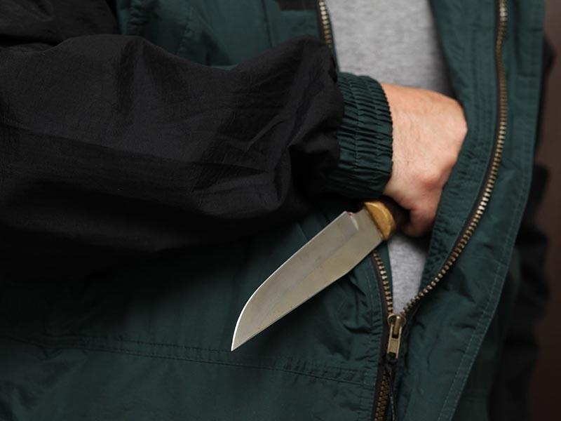 Студент южно-сахалинского техникума нанес 10 ударов ножом школьнику. На интернет-ресурсах приводятся различные версии произошедшего. Ранее череда ЧП, связанных с поножовщиной, произошла в нескольких российских школах