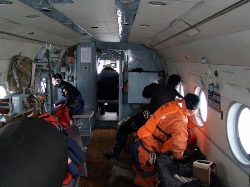 """Два плота нашли в районе поисков судна """"Восток"""" в Японском море. Их поднимают на борт, информации о людях пока нет"""