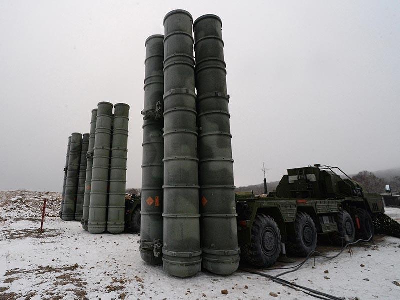 """Новый, второй на Крымском полуострове, дивизион зенитных ракетных систем С-400 """"Триумф"""" заступил на боевое дежурство по противовоздушной обороне в субботу"""