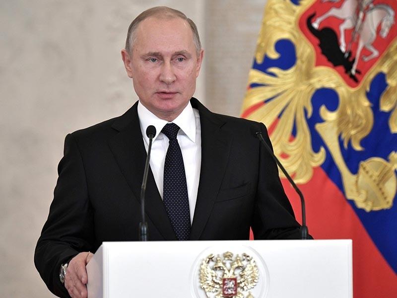 """Президент РФ Владимир Путин лично примет решение, как ответить на готовящийся в США """"Кремлевский доклад"""", который подразумевает введение новых санкций в отношении россиян, входящих в """"ближний круг"""" главы России"""