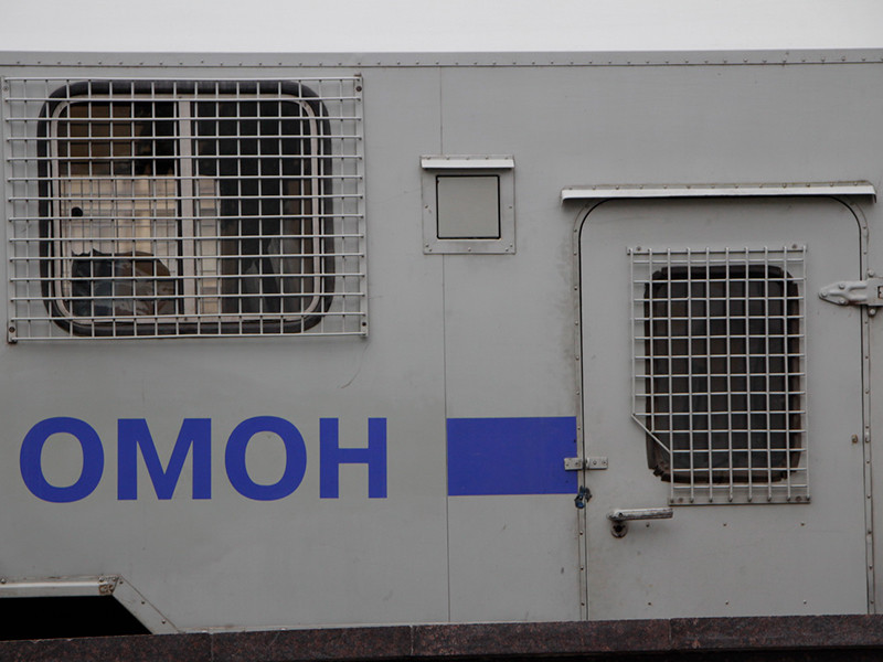 В Томске мигрантов, пришедших за квотами, разогнали электрошокерами и дубинками