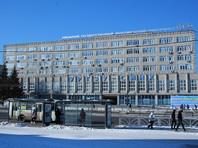 В Уральском государственном экономическом университете (УрГЭУ) туалет, расположенный на проректорском этаже, богато украсили лепниной, позолотой и зеркалом с цитатой Софи Лорен. Студентам туда вход запрещен