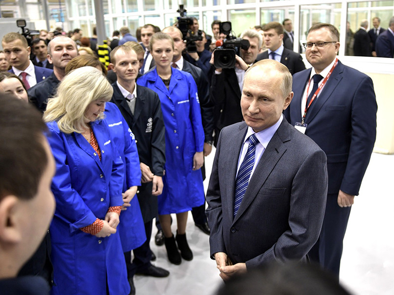 Президент РФ Владимир Путин в рамках своего рабочего визита в столицу Башкирии посетил Уфимское моторостроительное производственное объединение (УМПО)