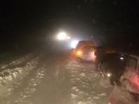 Десятки автомобилей освобождены из снежного плена на Сахалине