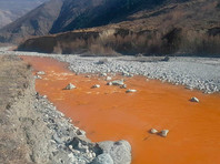 Река Ардон в Северной Осетии стала ярко-оранжевой
