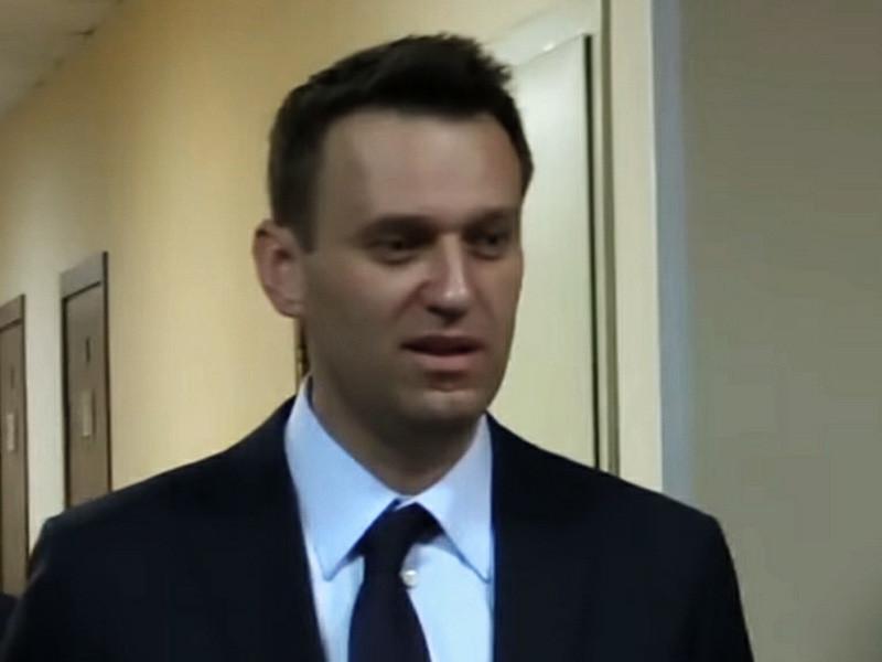 Алексей Навальный сообщил о получении двух повесток на допрос в Следственный комитет. Оппозиционер, по предварительным данным, подозревается в нападении на полицейских, задержавших его в ходе акции 28 января