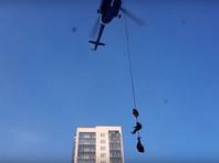 Красноярские силовики устроили праздничное шоу с рукопашной борьбой, стрельбой и вертолетом (ВИДЕО)