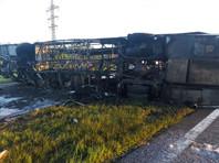 """Автобус Neoplan, за рулем которого находился Ижмуков, направлялся в Ижевск из Самары. Он столкнулся с грузовиком, находившимся на буксире у """"КамАЗа"""", опрокинулся на проезжую часть и загорелся. В автобусе находилось 29 человек, 14 погибли на месте и 15 пострадали"""