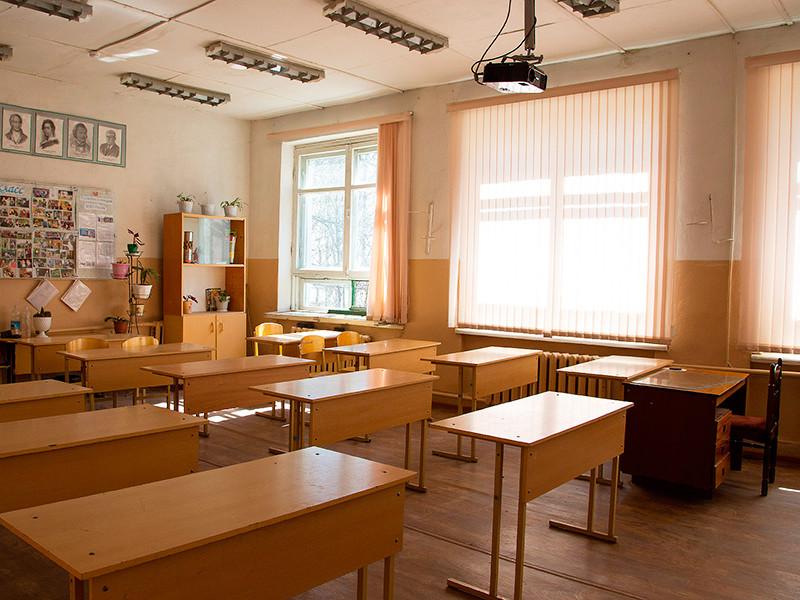 Росстат отметил снижение зарплат учителей в некоторых регионах, но и эти цифры натянуты, говорят педагоги