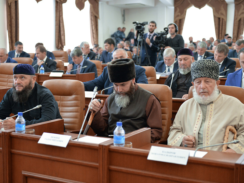 Парламент Чечни одобрил проект федерального закона об уголовном наказании лиц, намеренно искажающих правду о Великой Отечественной войне