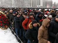 В прощании с военным, который был посмертно представлен к званию Героя России, приняли участие более 30 тысяч человек