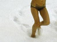 В Якутске в 40-градусный мороз  прохожий нашел на улице ребенка - в плавках, босиком и с мертвенно-бледной кожей