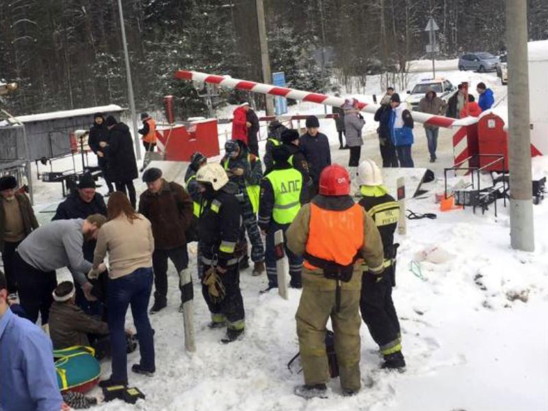 Под Петербургом водитель заблокированного на переезде автобуса успел высадить пассажиров