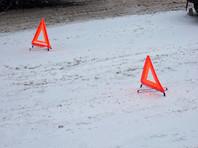 """В Кемеровской области на федеральной автотрассе """"Сибирь"""" заказной автобус с туристами столкнулся с грузовиком. В результате ДТП погибли шесть человек."""