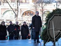 Церемония возложения цветов завершилась торжественным маршем Роты почетного караула и военного оркестра