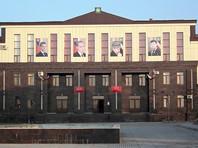 В тот день сотрудники Курчалоевской администрации прошли по домам, намеченным под снос, и созвали их хозяев на сход у мечети