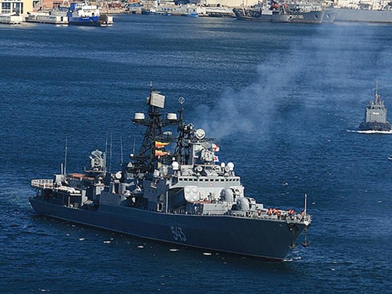 """Пожар произошел в пятницу, 16 февраля, на борту большого противолодочного корабля (БПК) Тихоокеанского флота (ТОФ) """"Маршал Шапошников"""", который стоит на ремонте в порту Владивостока"""