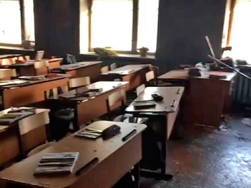 Вооруженный топором ученик девятого класса 19 января напал на детей и учительницу во время занятий в школе. Он также поджег один из кабинетов и ранил себя ножом