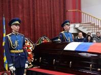 Российского летчика Романа Филипова, погибшего в Сирии, похоронили с воинскими почестями под оружейные залпы на Аллее Славы Коминтерновского кладбища в Воронеже
