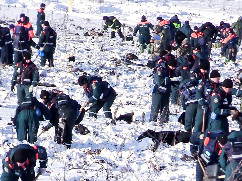 Спасатели обнаружили более 1,4 тыс. фрагментов тел погибших и около 500 обломков воздушного судна на месте крушения самолета Ан-148 в Подмосковье