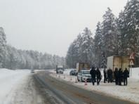 По данным полиции, управляя автомобилем МАЗ, 44-летний житель Поволжья не выбрал безопасную скорость движения и сбил троих пешеходов у обочины