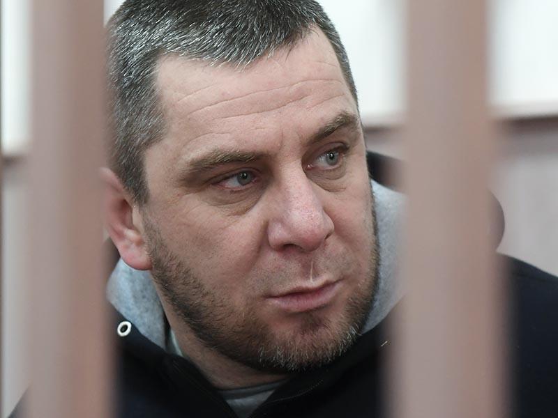 Темирлана Эскерханова, уже осужденного за участие в убийстве Бориса Немцова, Басманный суд Москвы 22 февраля признал виновным в оскорблении следователя Александра Камышева. К ранее назначенному фигуранту 14-летнему сроку добавили еще месяц