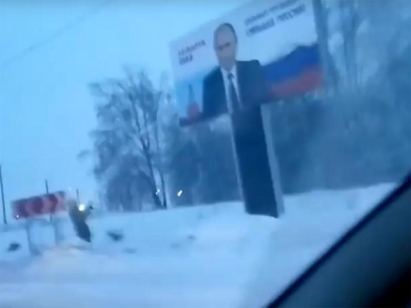 Баннер с Путиным в Новокузнецке пожарные вымыли с помощью брандспойта - в МЧС затруднились пояснить, зачем
