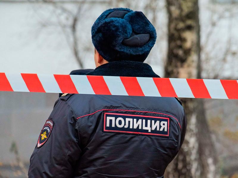 ЧП произошло в микрорайоне Уралмаш Екатеринбурга. В квартире N12 рухнул потолок. Жильцов эвакуировали из дома и пока не пускают в здание