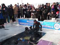 Фридайвер попал в Книгу рекордов Иркутской области, проплыв без акваланга 100 метров под байкальским льдом за 97 секунд