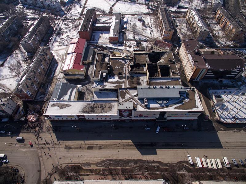 """Пожар в торговом центре """"Зимняя вишня"""" произошел 25 марта. Погибли 64 человека, среди них 41 ребенок"""