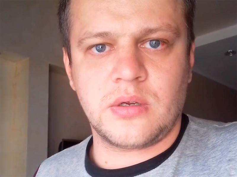 """У кемеровчанина Игоря Вострикова, который рассказал на видео, что его семья и другие посетители кинозала в кемеровском ТЦ погибли из-за того, что не дождались спасателей, взломан телефон и удалены все фотографии. Также взломали и страницу его погибшей жены в социальной сети """"ВКонтакте"""""""