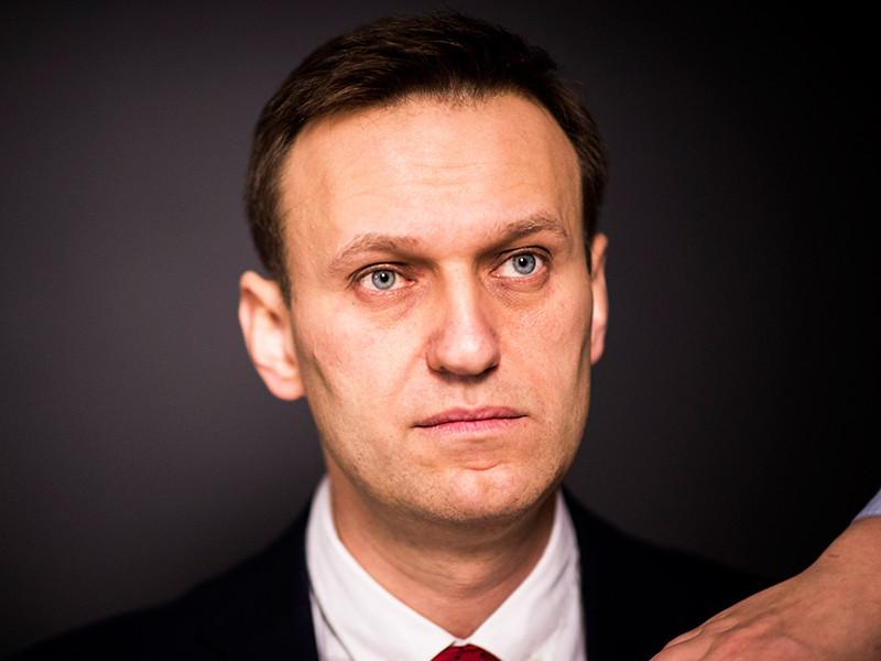 Алексей Навальный отметил, что в современном обществе подобные подозрения вызывают громкий скандал и приводят к позорной отставке политика, нарушающего сексуальную неприкосновенность