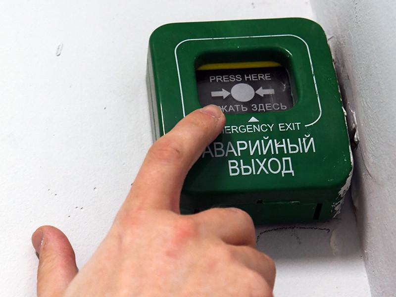 Абызов, который курирует в правительстве реформу контроля и надзора, предложил запустить онлайн-мониторинг систем пожарной безопасности на крупных объектах, чтобы можно было оперативно проверить состояние систем оповещения и пожаротушения