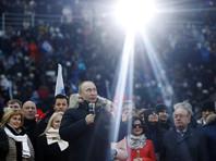 Нынешний президент России и кандидат на следующий срок Владимир Путин, по прогнозу социологов, вероятно, победит в первом туре выборов