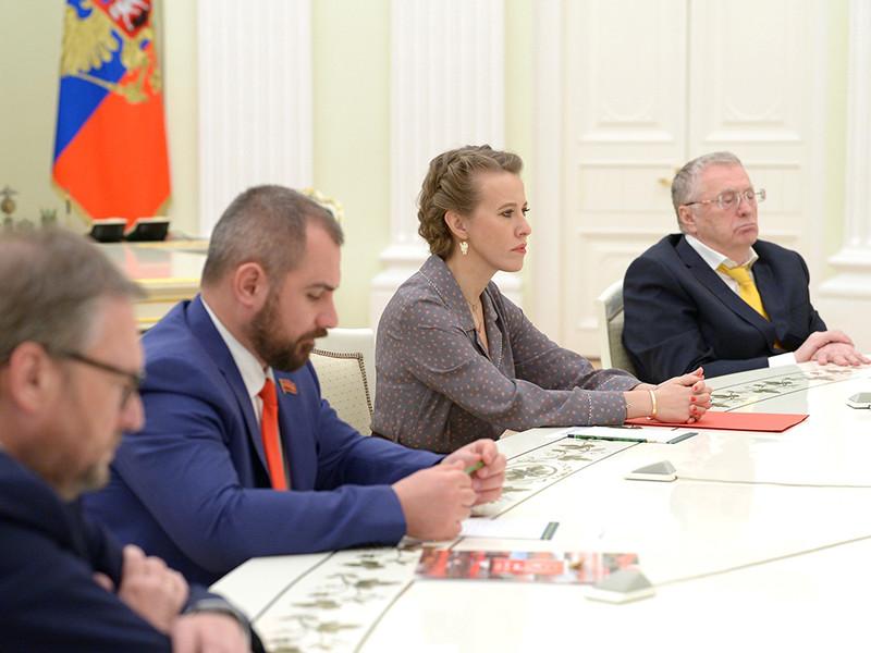 Глава России Владимир Путин поручил администрации проработать прошение Ксении Собчак о помиловании 16 человек, которое она передала ему на встрече всех кандидатов в президенты в Кремле 19 марта