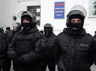 Дополнительные силы ОМОН и Росгвардии прибыли на площадь в Кемерово, где проходит митинг