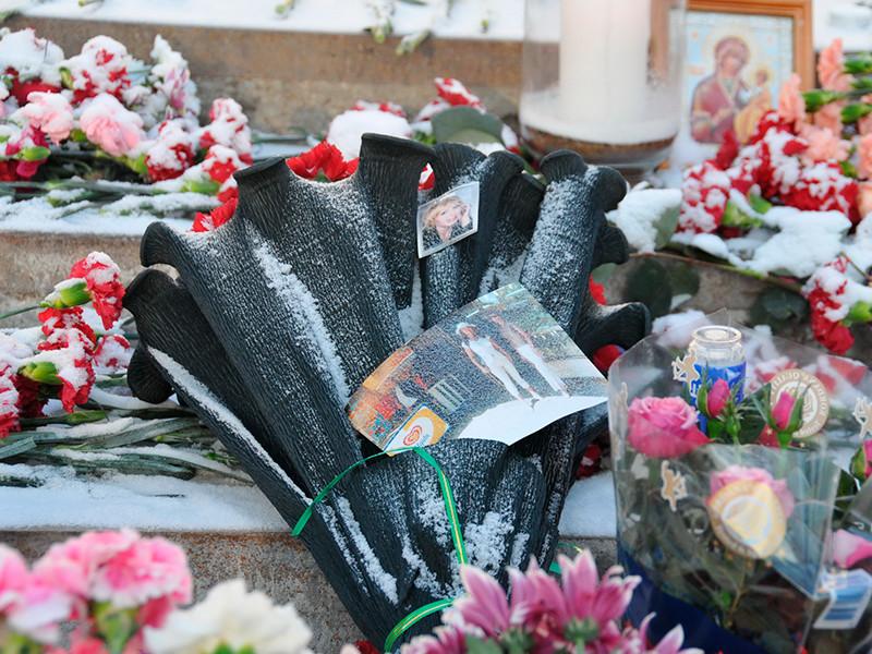 """В Перми, где в 2009 году при пожаре в ночном клубе """"Хромая лошадь""""погибли 156 человек, более 500 местных жителей провели акцию памяти жертв трагедии в Кемерово."""