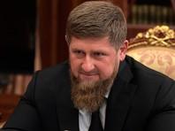 Глава Чечни Рамзан Кадыров сообщил подробности о крушении вертолета Ми-8 погранслужбы ФСБ на юге республики. По словам чеченского лидера, всего на борту летательного аппарата находились девять человек, двое из которых успели выпрыгнуть до катастрофы