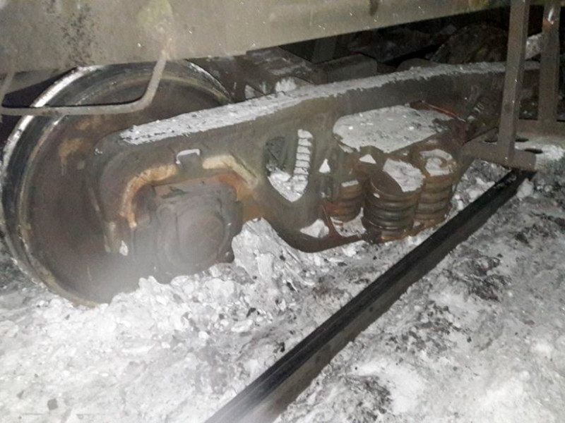 В Мурманской области сошел с путей грузовой состав - до 20 вагонов