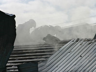 """В Кстовском районе загорелась кровля главного корпуса базы отдыха """"Шавская долина"""". Общая площадь пожара составляет 420 кв. метров. Пострадавших нет"""