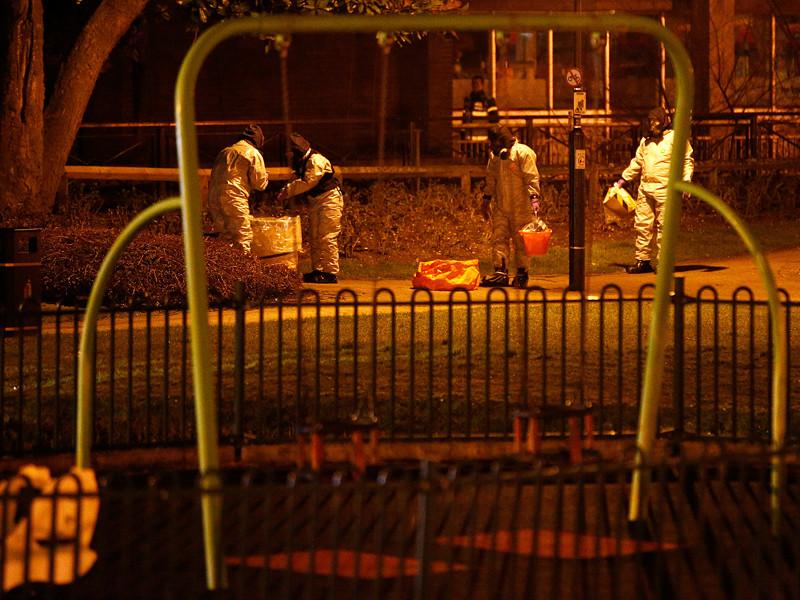 Эксперты считают маловероятной версию о том, что нервно-паралитическое вещество, которым 4 марта в британском Солсбери был отравлен бывший сотрудник ГРУ Сергей Скрипаль, ввезла в Великобританию из России его дочь Юлия