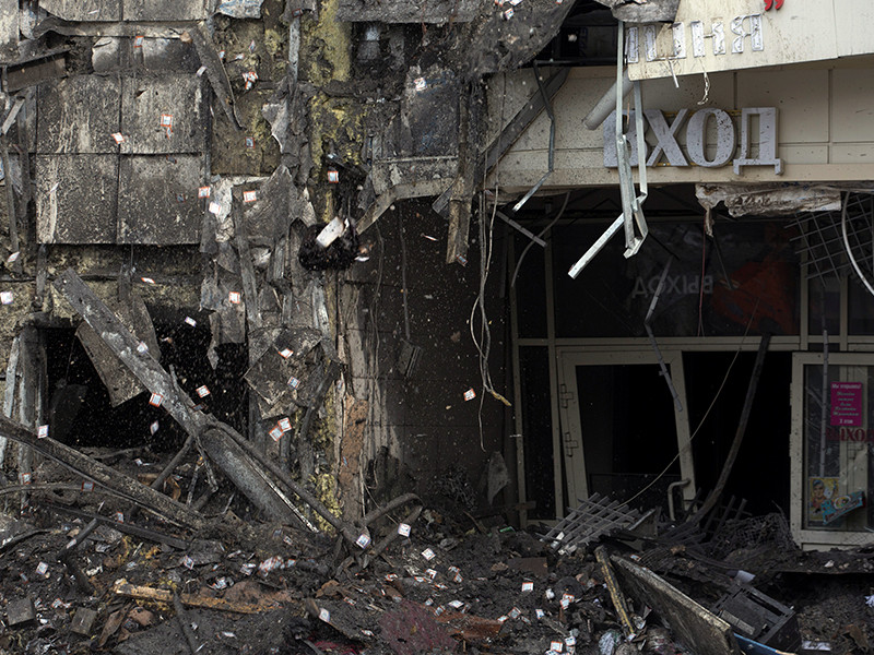 Без вести пропавших в результате пожара в торговом центре в Кемерово нет, останки 64 погибших обнаружены. Об этом сообщил журналистам замглавы МЧС РФ Владлен Аксенов