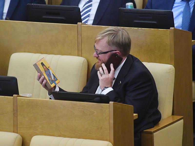 Комитет Госдумы по вопросам семьи, женщин и детей в среду рекомендовал Госдуме отклонить законопроект о регистрации в соцсетях по паспортам, предлагающий запретить пользоваться соцсетями лицам, не достигшим 14 лет