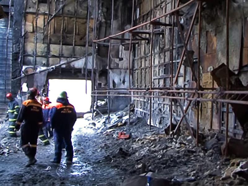 """Очаг возгорания кемеровского торгового центра """"Зимняя вишня"""", который обернулся гибелью 64 человек, по предварительным данным, находился между третьим и четвертым этажом - там, где проходил силовой кабель"""