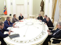 Накануне Путин во время встречи со своими бывшими соперниками по выборам пообещал, что Россия не будет втягиваться в гонку вооружений
